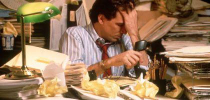 Chaos auf dem Schreibtisch: 70 Tage pro Jahr treiben Angestellte sinnlose Dinge