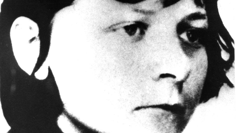 Verena Becker (Fahndungsfoto aus den siebziger Jahren): Haftbefehl erlassen