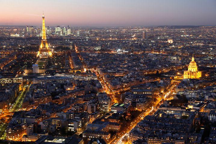 Paris bei Nacht: Intelligente Straßenlampen sollen jährlich rund 2,4 Millionen Dollar einsparen