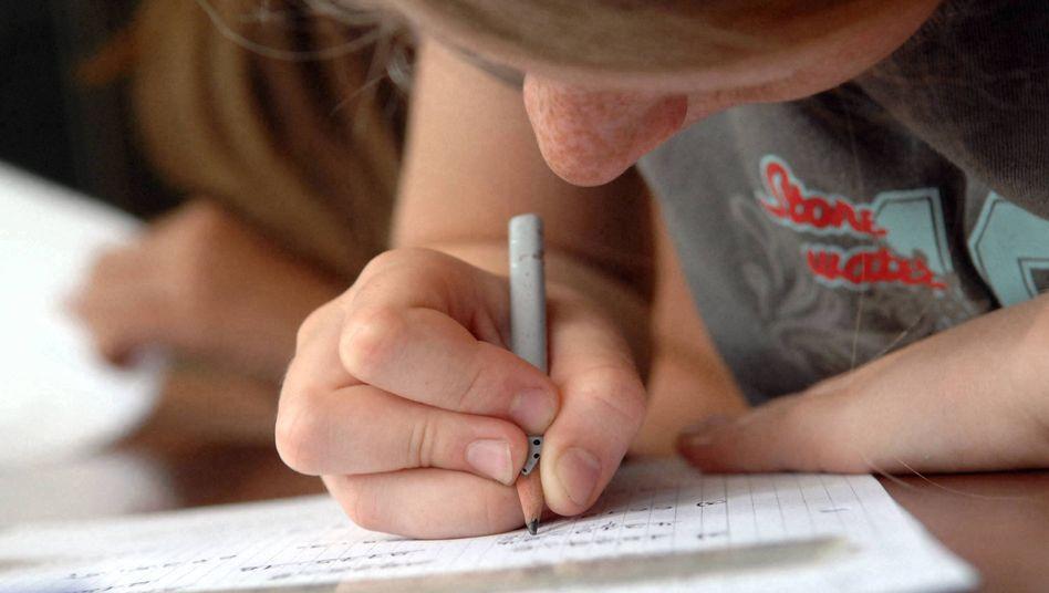 Grundschülerin im Matheunterricht: Die Bildungsrepublik hat einige Großbaustellen
