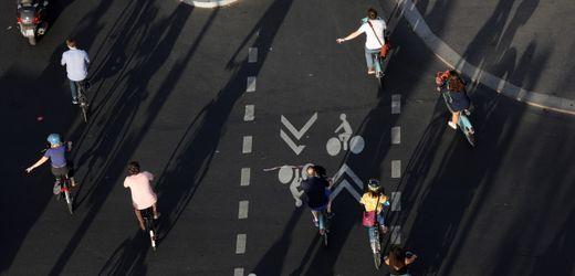 Paris will Verkehr in der Innenstadt massiv reduzieren - mehr Platz für Fußverkehr und Radfahrende