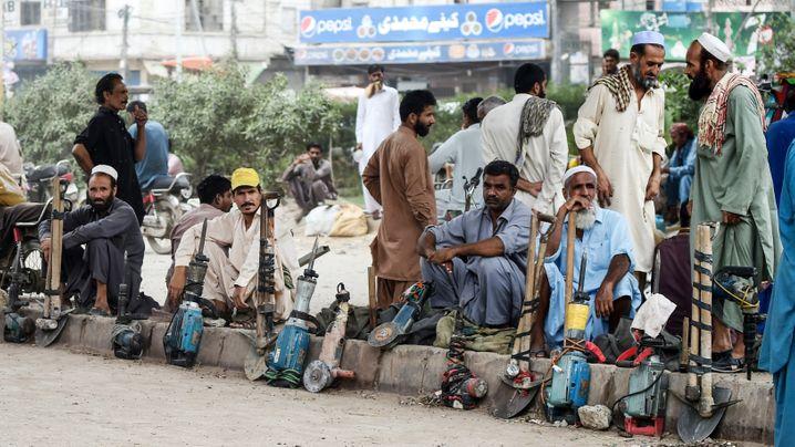 Tagelöhner in Pakistan (Karatschi): Infiziert zurück in die Heimat?