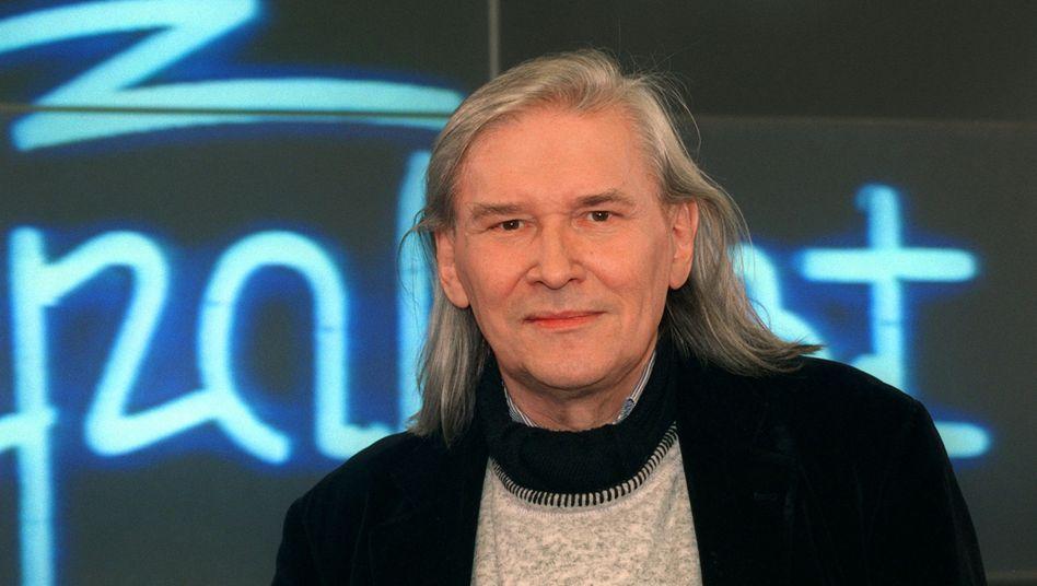 "Peter Rüchel vor ""Rockpalast""-Logo"