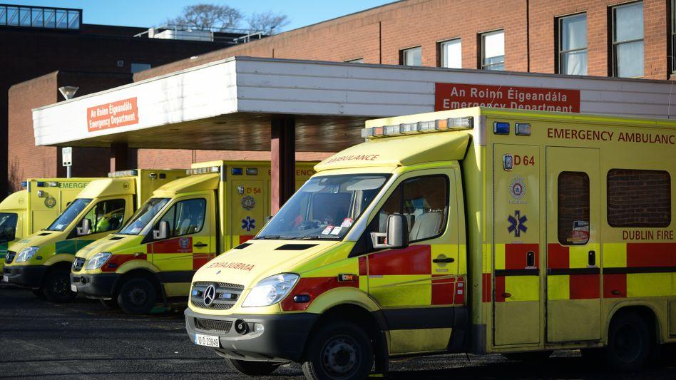 Eingang zu einem irischen Krankenhaus (Symbolfoto): Der Gesundheitsdienst meldet Probleme