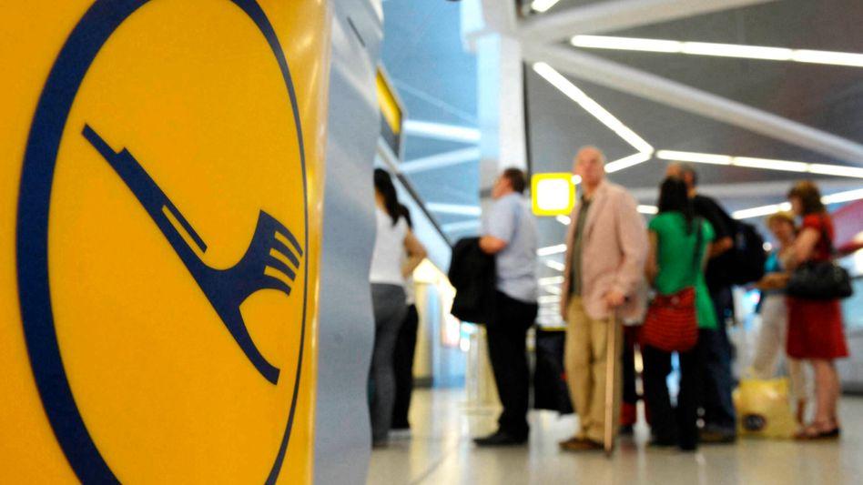 Lufthansa-Passagiere am Flughafen Tegel: Haben die Anbieter Angst vor Transparenz?