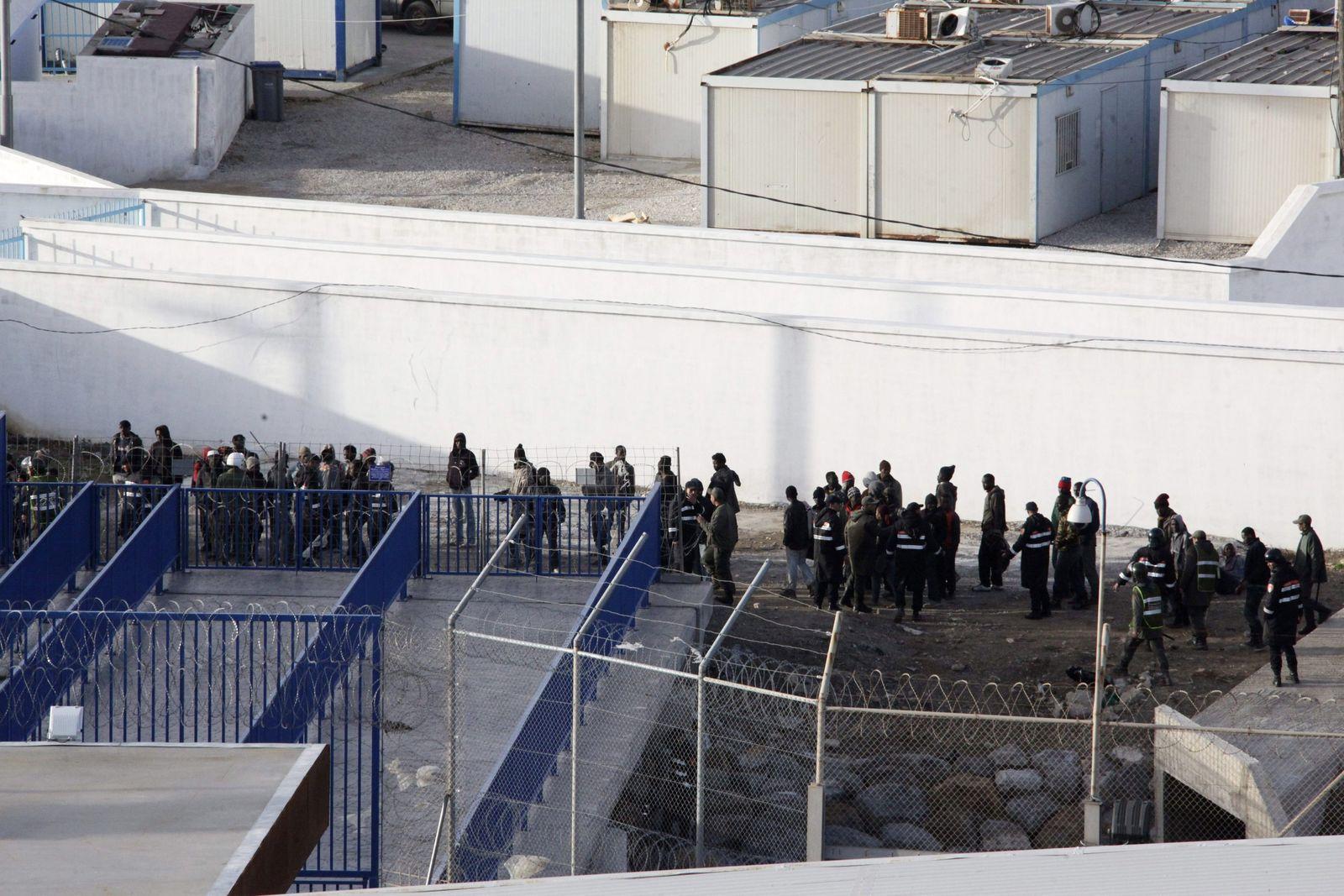 1.500 immigrants assault Spanish border