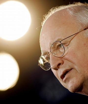 Vizepräsident Cheney bei Rede zur Verteidigung der Rentenpläne: Äquivalent zu den Massenvernichtungswaffen?