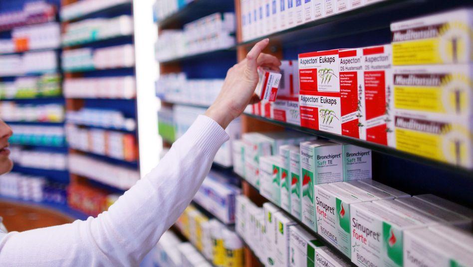 Medikamente in einer Apotheke: Warum sind die Preise in Deutschland so hoch?