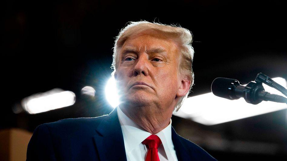 Donald Trump beschuldigt das Unternehmen ByteDance, über die Plattform TikTok Spionage für die chinesische Regierung zu betreiben