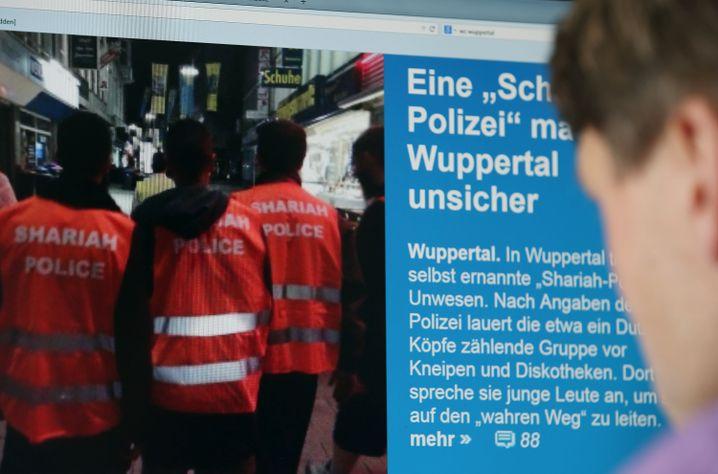 """Die """"Schariah-Polizei"""" in Wuppertal (Archiv)"""