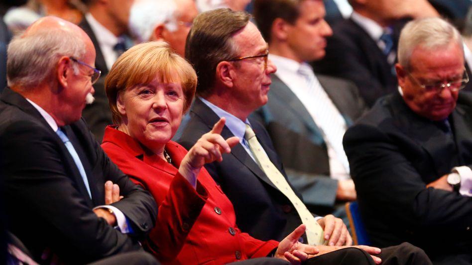 Kanzlerin Merkel mit Auto-Managern Dieter Zetsche, Matthias Wissmann und Martin Winterkorn