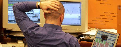 Ratloser russischer Börsenmakler: Kapitalflucht drückt die Börse ins Minus