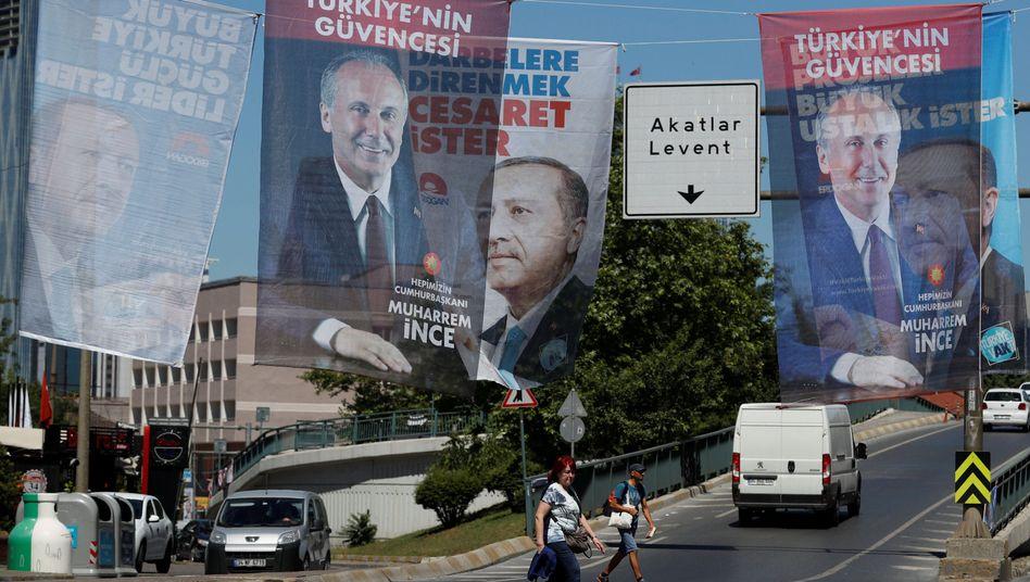 Wahlplakate in Istanbul