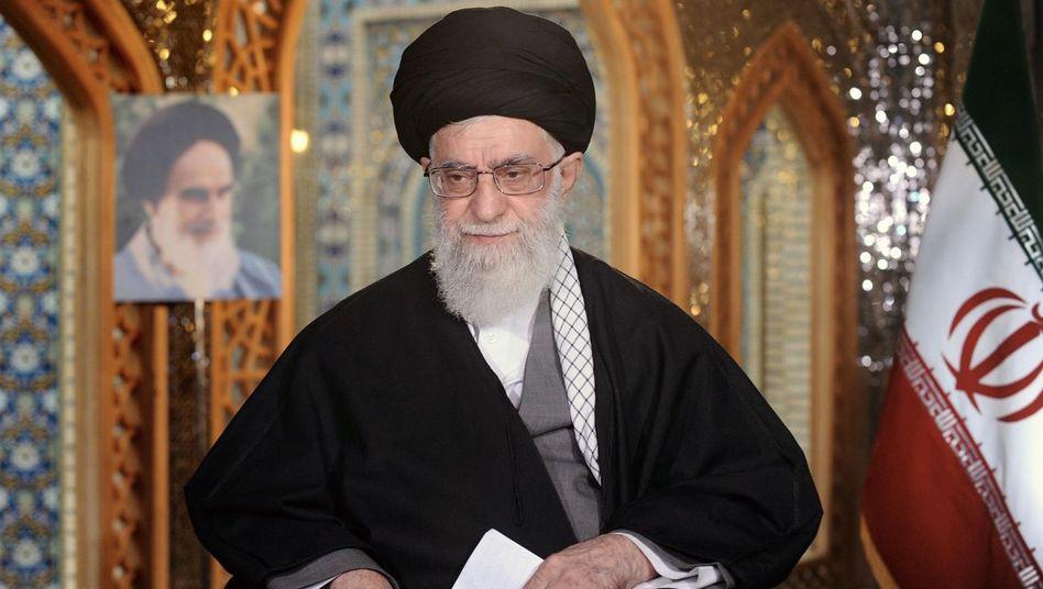 Ajatollah Ali Chamenei: Eine seiner Stiftungen ließ Irans BMW-Händler enteignen