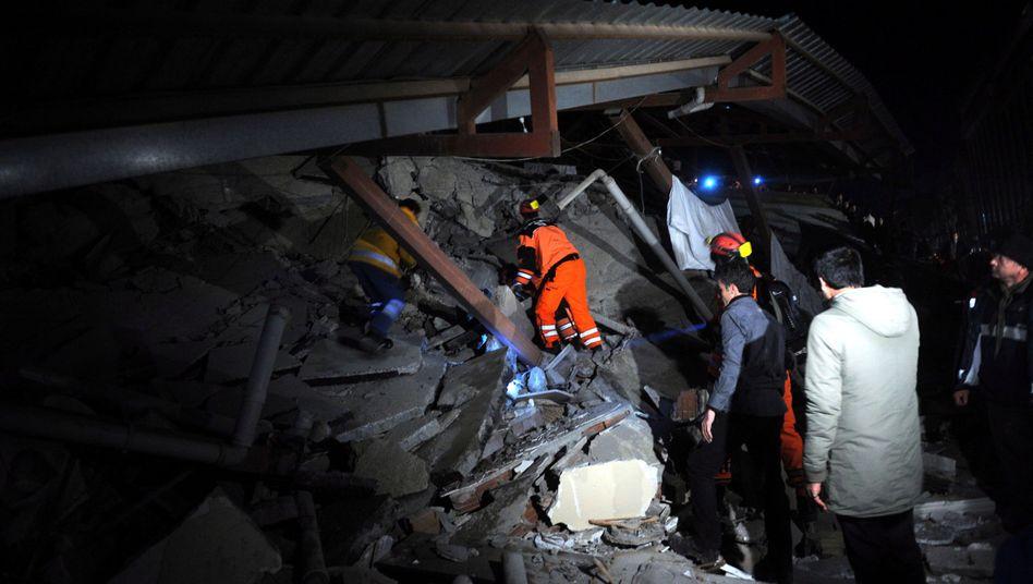 Rettungskräfte auf der Suche nach Verschütteten: Provinz Van kommt nicht zur Ruhe