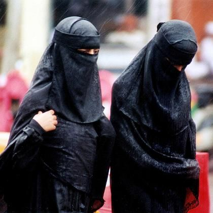 Indian Muslim women wearing burqas. The head-to-toe Islamic robe could be banned at jewelry stores in an Indian city after a series of thefts.