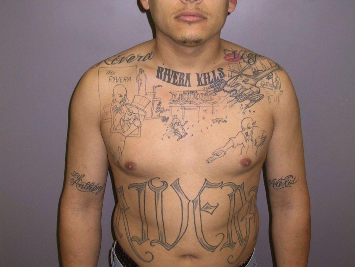 Brust tattoo mann