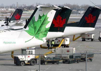 Air-Canada-Jets in Montreal: Die Preise sollen schrumpfen, aber vor allem auch die Löhne