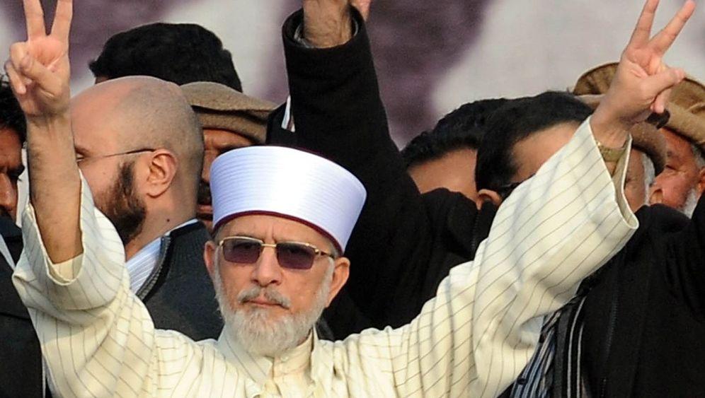 Geistlicher Tahir-ul-Qadri: Protest gegen Korruption, Terror und Scheindemokratie