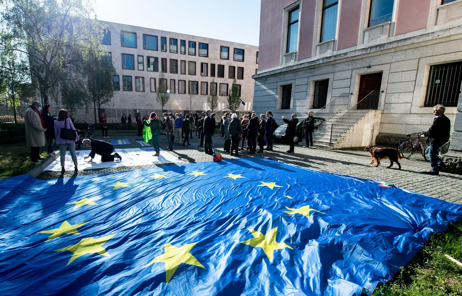 Coronavirus - Solidaritätsaktion mit Italien in Berlin