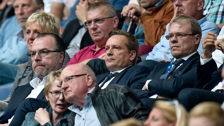 Schalke-Führungsriege Tönnies, Heldt, Peters (v.l.n.r.): Scharfe Kritik