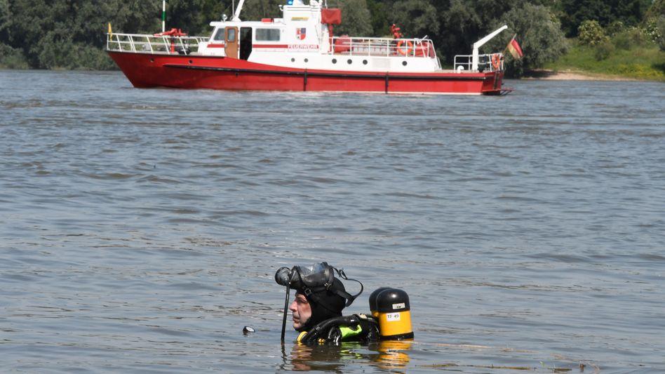Taucher im Rhein (17. Juni): Suche nach vermissten Mädchen