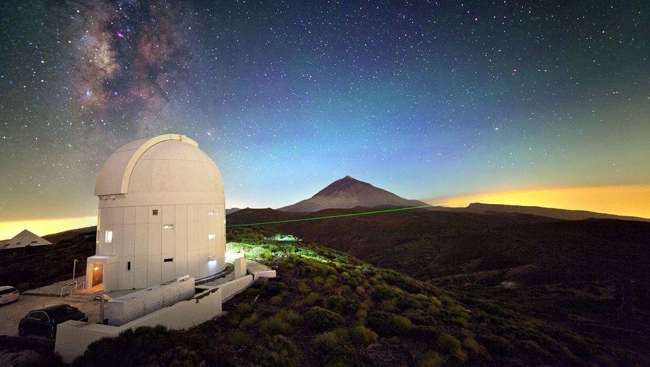 Optical Ground Station der Esa auf Teneriffa: Sichtbare grüne Laser werden zur Abstimmung der Teleskope verwendet, die Photonen werden im Infrarot-Bereich gebeamt