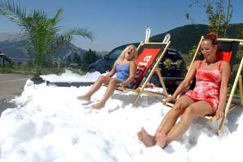 Sommerspaß im Schnee in Flühli, Schweiz