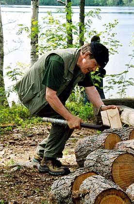Tourleiter Ilmo: An den Rastplätzen liegt Holz für das Lagerfeuer bereit