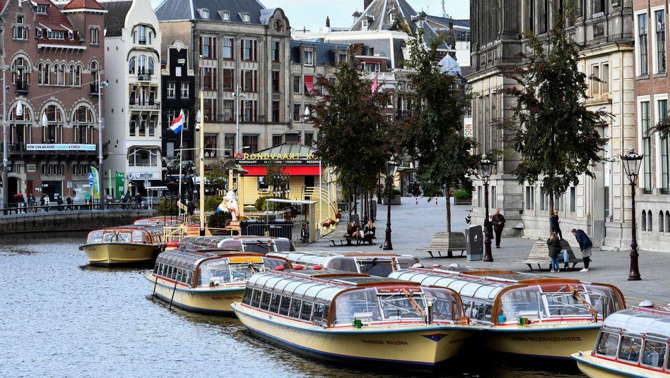 Touristenboote in Amsterdam: Die Hauptstadt der Niederlande ist bei Urlaubern beliebt