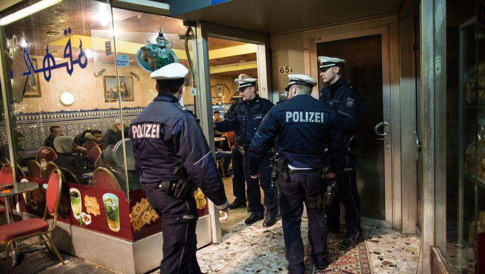 Polizeirazzia im Düsseldorfer Maghreb-Viertel (am 16. Januar): Etablierte Kleinkriminellen-Struktur