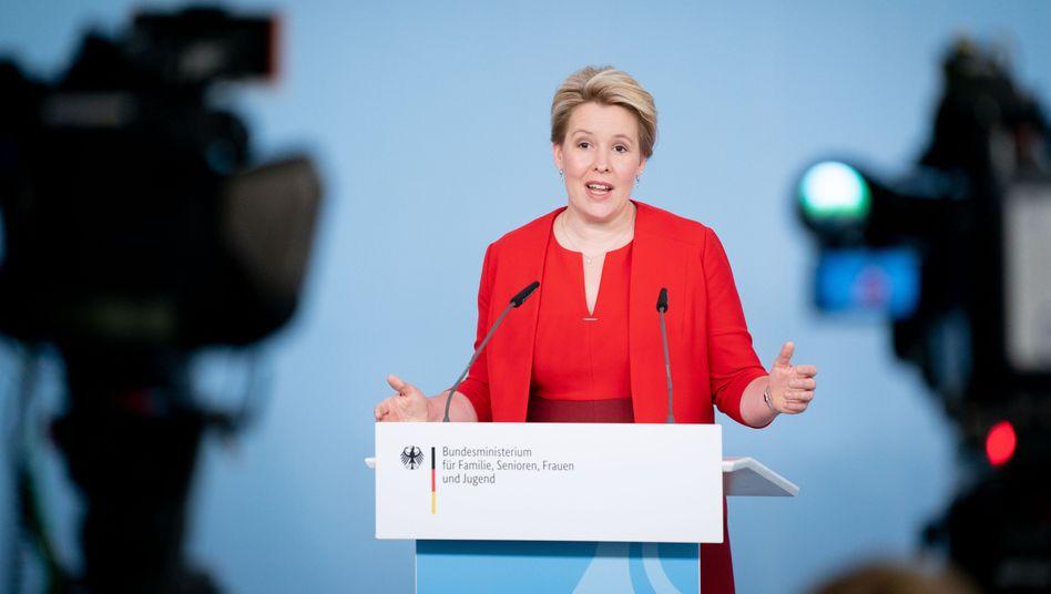"""Familienministerin Giffey: """"Junge Menschen wollen mitreden, beteiligt sein und selbst gestalten"""""""