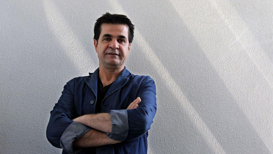 """Regisseur Jafar Panahi auf einem Archivbild von 2010: """"Solche Filme zu drehen, ist illegal"""""""