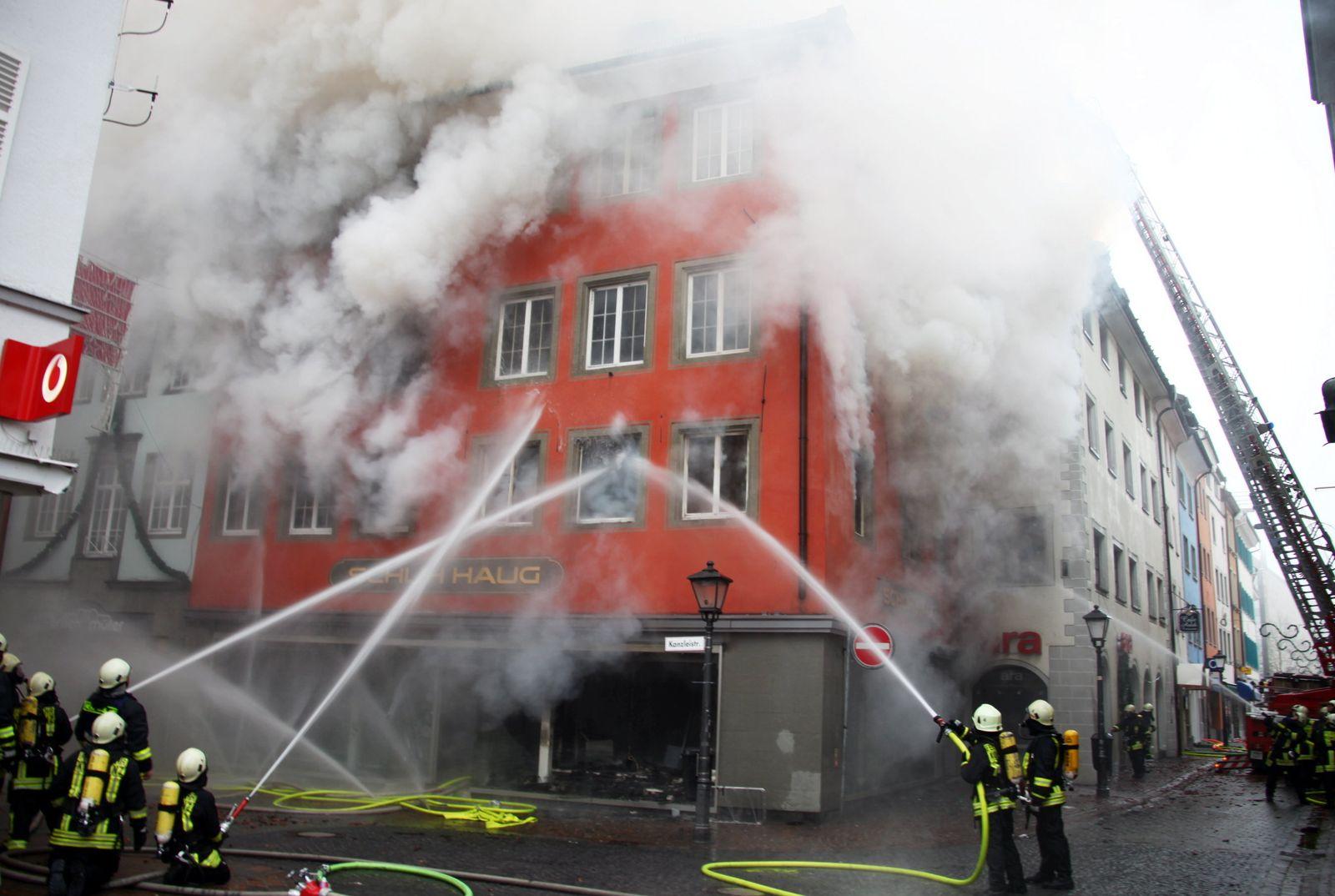 Feuerwehrleute Brand löschen Konstanz Feuerwehr