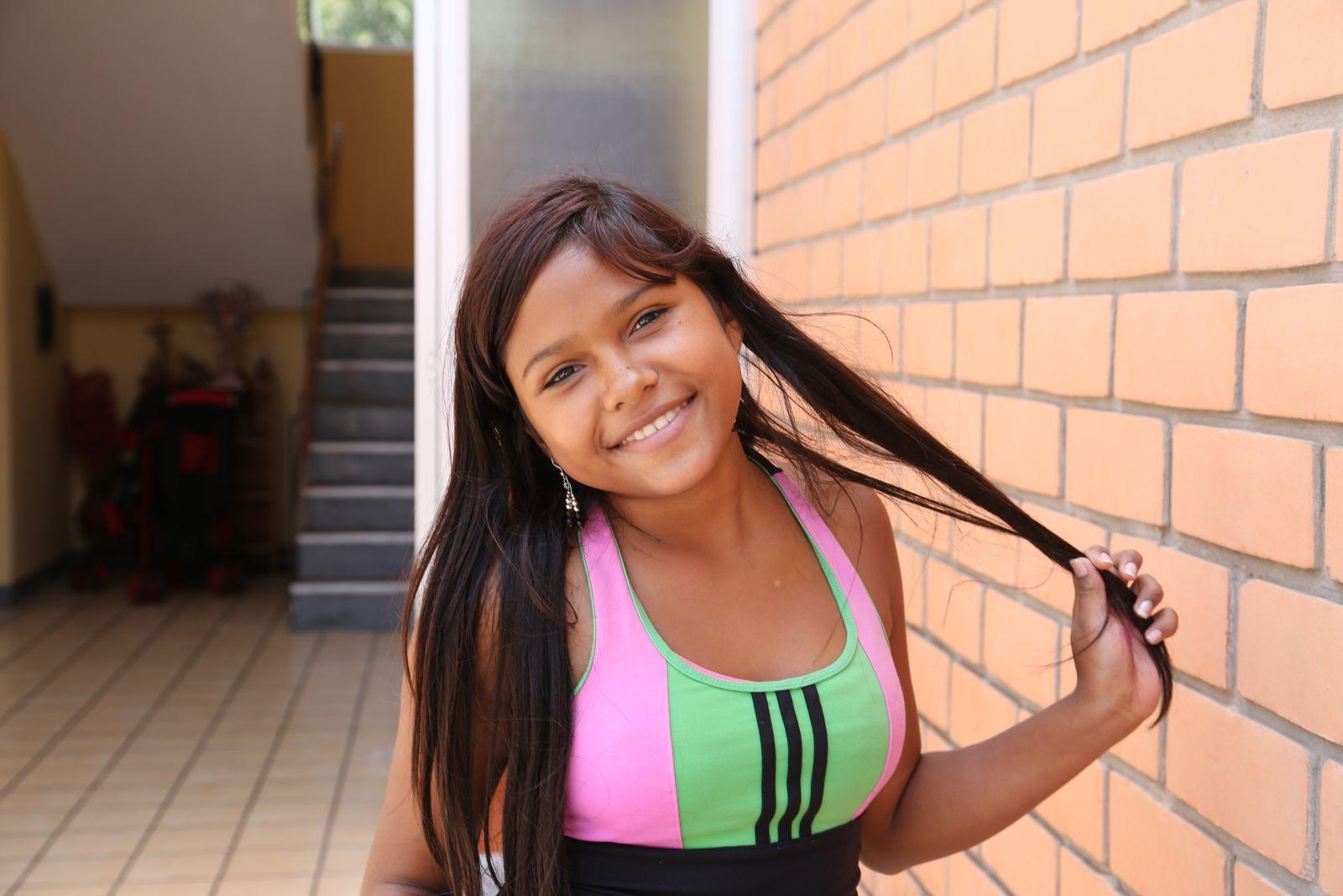 EINMALIGE VERWENDUNG Junge Venezolanerinnen