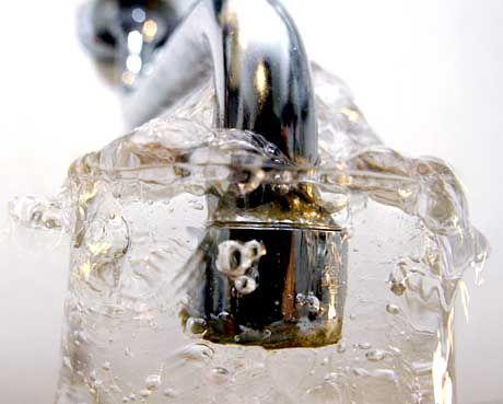 """Das Glas ist voll: """"Als Wassersparer hervortun"""""""