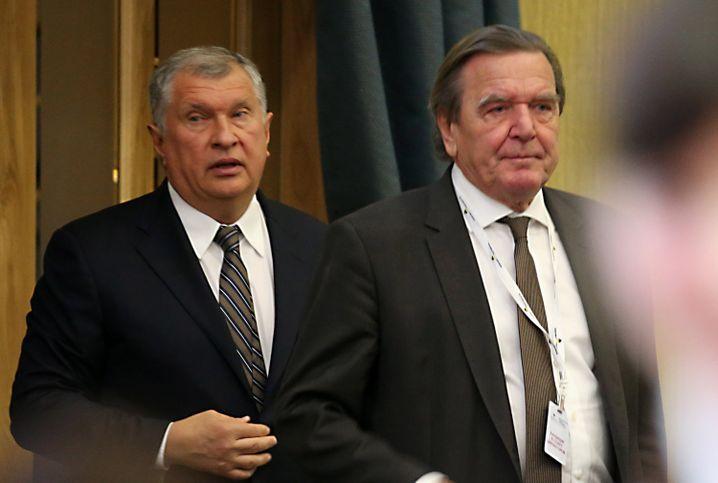 Schröder (r.) mit Rosneft-Chef Igor Setschin