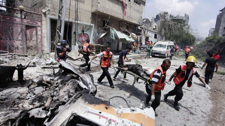 Bergung einer Leiche im Viertel Schadschaija: Es gibt in Gaza keinen Ort mehr, der Schutz bietet