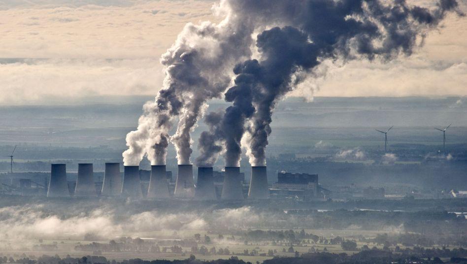 Kühlturme des Braunkohlekraftwerks Jänschwalde: Unwirtschaftlicher Netzausbau