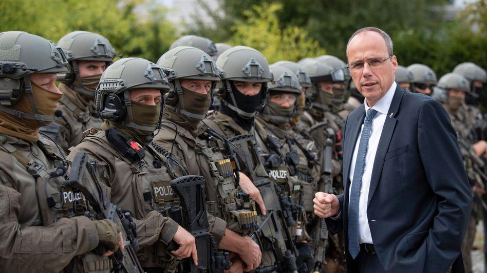 CDU-Politiker Beuth, SEK-Polizisten 2017: Heftiges Rumoren