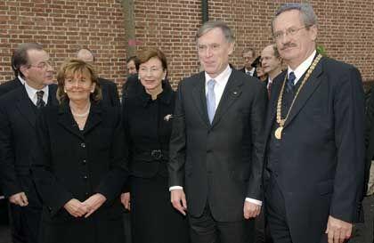 Synagogen-Eröffnung: Bundespräsident Köhler und seine Frau Eva-Luise mit Zentralrats-Präsidentin Charlotte Knobloch