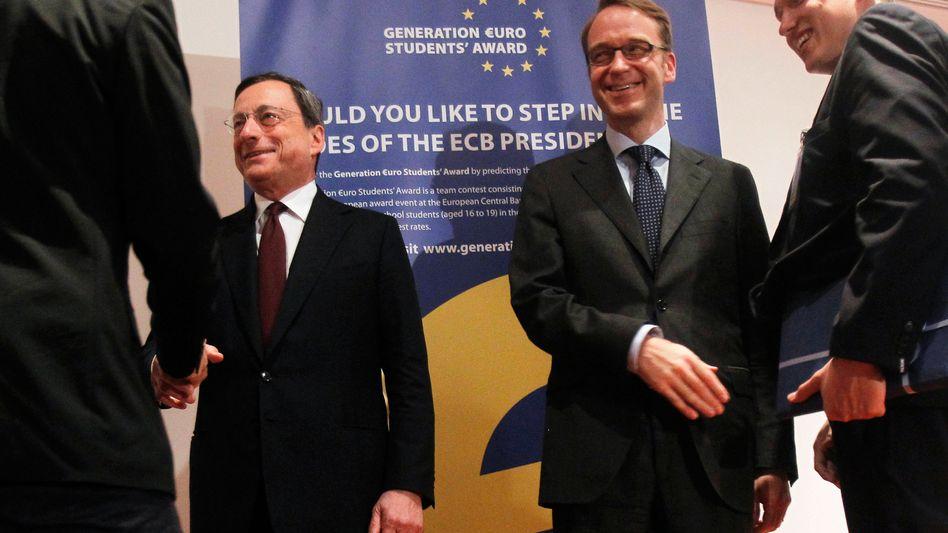 ECB President Mario Draghi (left) and Bundesbank President Jens Weidmann disagree on bond buying.