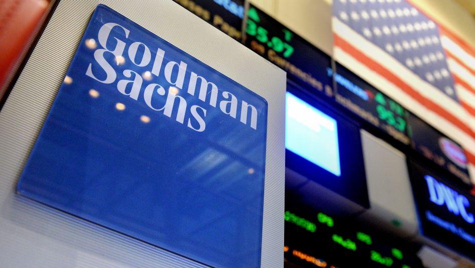 Goldman-Sachs-Logo an der New-Yorker-Börse (Archivbild): Das Unternehmen zahlt hohe Boni trotz Coronakrise