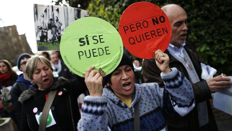 """Teilnehmer eines """"escrache"""" im April in Madrid: """"Neue Waffe der Regierung gegen die bösen Kinder"""""""