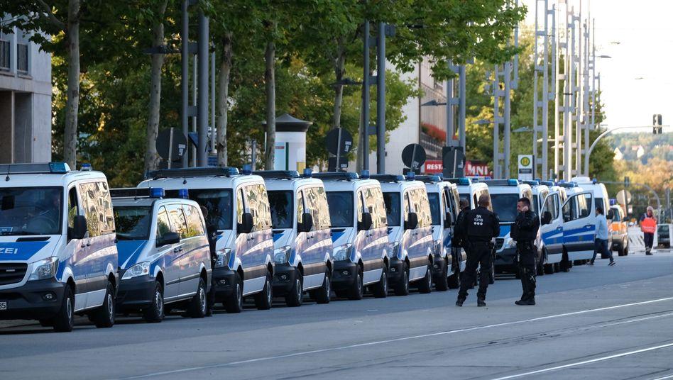 Polizeifahrzeuge in der Chemnitzer Innenstadt