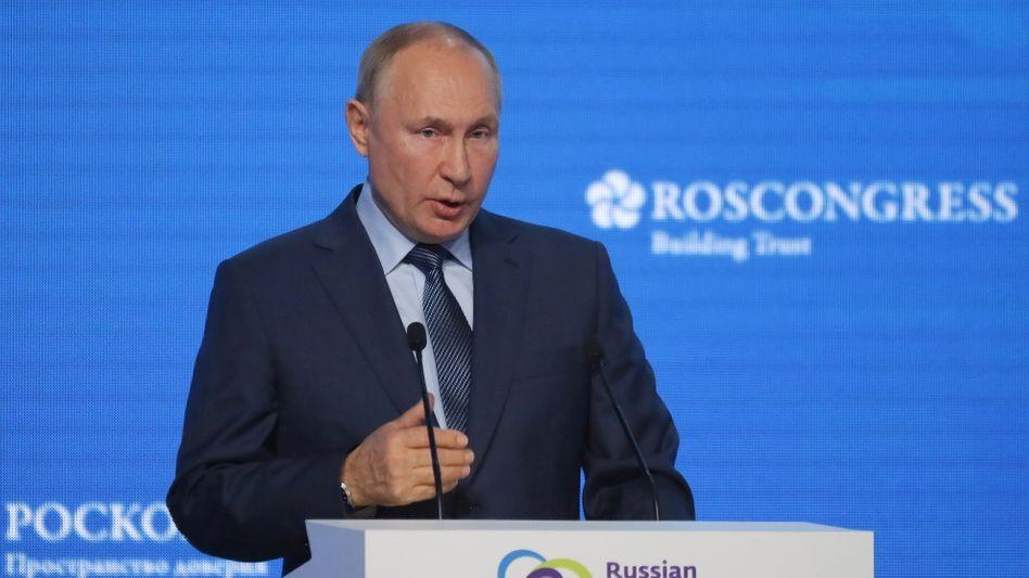 Wladimir Putin warnt den russischen Friedensnobelpreisträger davor, Gesetze zu verletzen