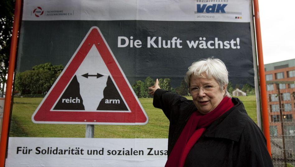 Plakat des Sozialverbands VdK: Politik nach Kassenlage?