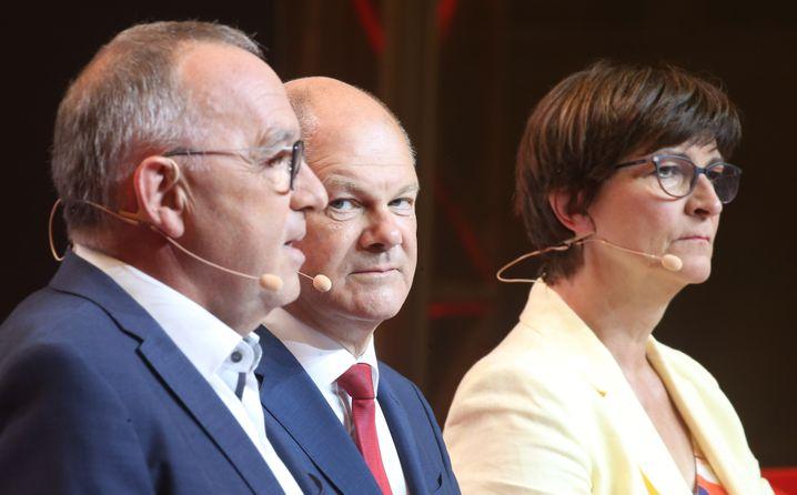 """Scholz, eingerahmt von Norbert Walter-Borjans und Saskia Esken: """"Ein ehrliches Vertrauensverhältnis"""""""