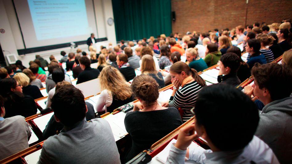 Vorlesung in Köln: Vielen Studenten fehlt Bezug zu Forschung und Beruf