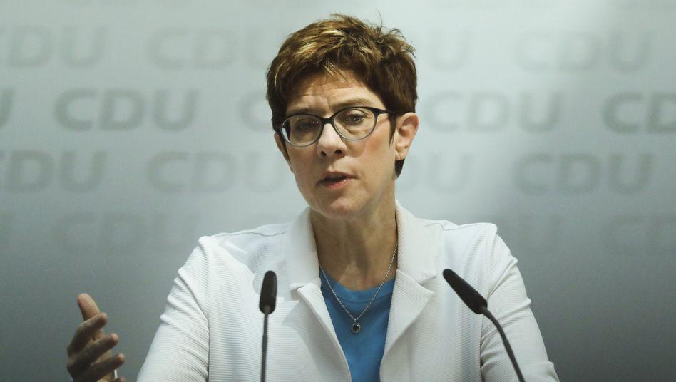 CDU-Chefin Kramp-Karrenbauer - künftig auch IBuK